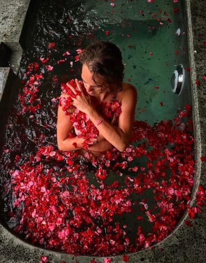 Аглая Тарасова устроила эротическую фотосессию на Бали