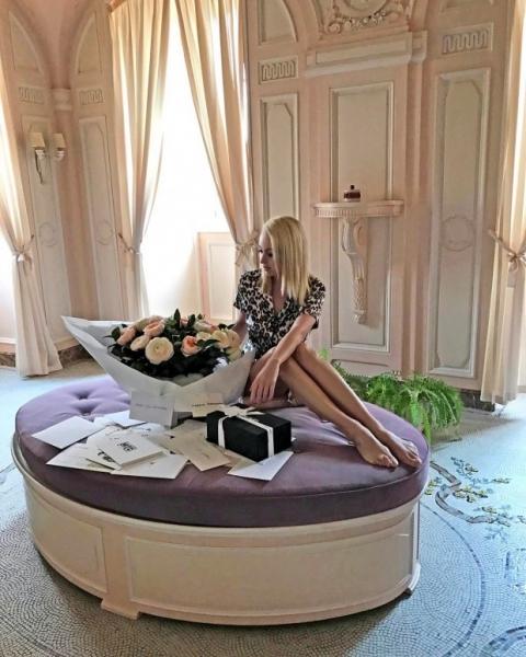Подписчики аккаунта Яны Рудковской раскритиковали ее большие ноги