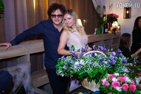 ВИДЕО: Роман и Елена Жуковы отметили шелковую свадьбу