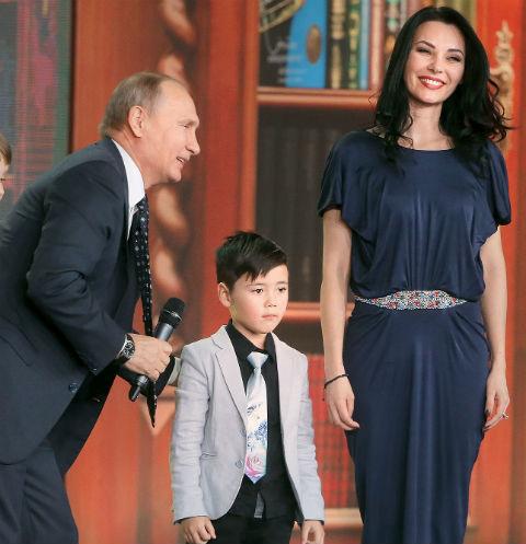 Владимир Путин сделал подарок сыну солистки группы «Стрелки»