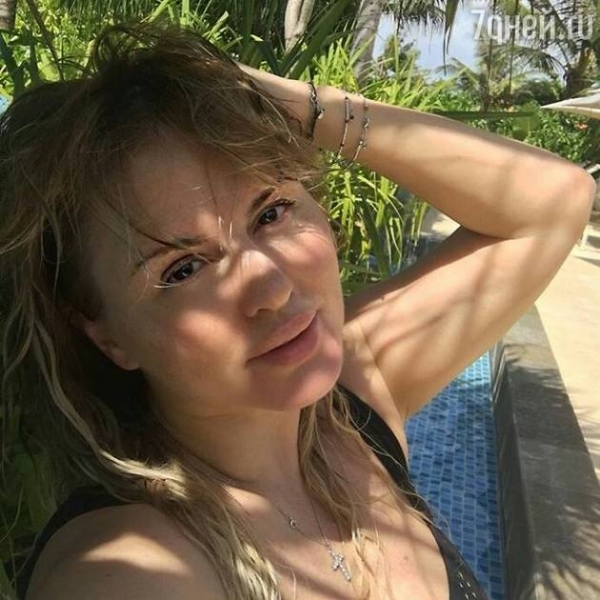 Анна Семенович отказалась от косметики