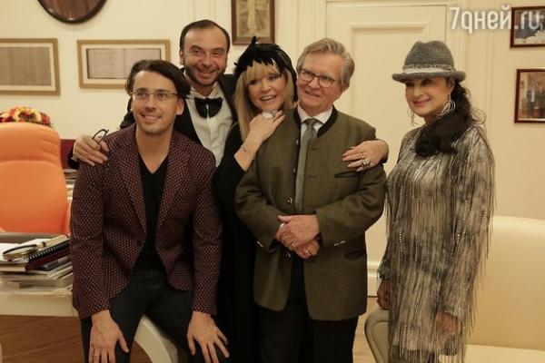 Пугачева и Галкин с друзьями встретили восточный Новый Год