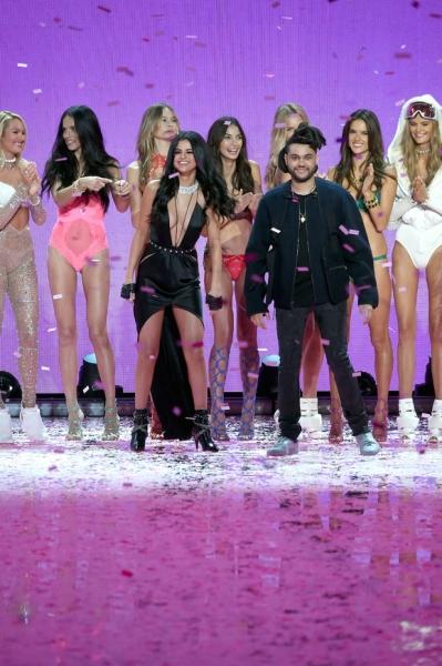 Селену Гомес застали за поцелуями с The Weeknd