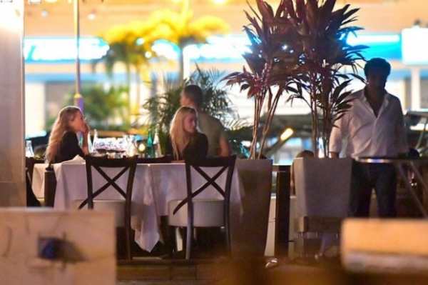 Мэри-Кейт и Эшли Олсен замечены на двойном свидании