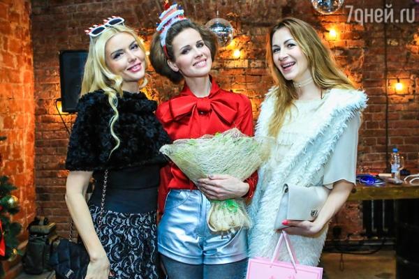 Наталия Лесниковская отметила день рождения с авантюристами из «Кухни»