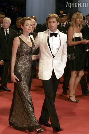 Анджелина Джоли изолировала детей от Брэда Питта в новогоднюю ночь