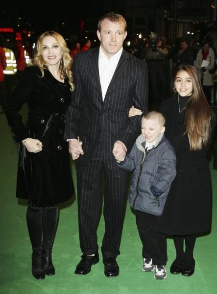 Мадонна хочет усыновить еще двух детей из Африки