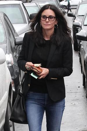 Звезда «Друзей» покидает Голливуд, чтобы удержать молодого жениха