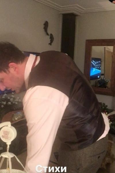 Максим Виторган читает маленькому наследнику стихи Пушкина