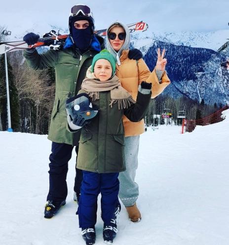 Беременная Полина Гагарина устроила экстремальные каникулы с семьей