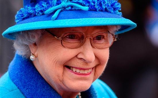 Охранник Букингемского дворца едва не застрелил Елизавету II