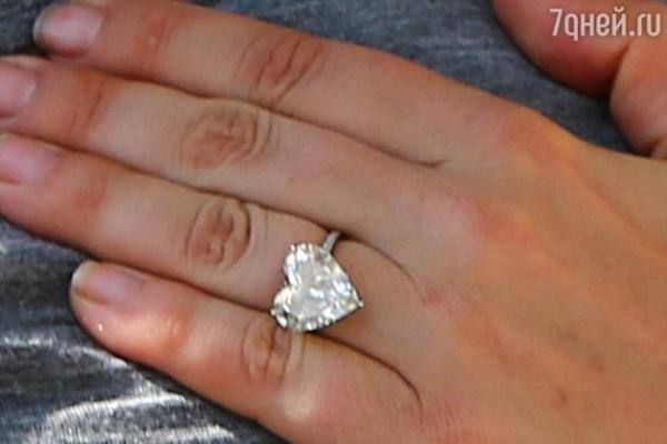 Леди Гага вернула Тейлору Кинни обручальное кольцо