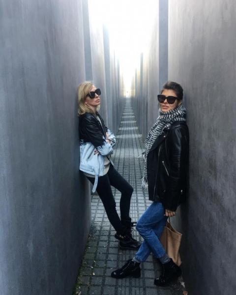 Светлану Бондарчук осудили за фото у мемориала жертвам холокоста