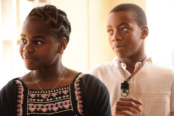 Власти Малави разрешили Мадонне удочерить близняшек
