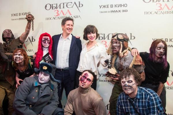 Милла Йовович познакомилась с московскими зомби