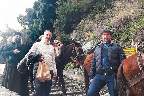 Семья Михалкова занялась продажей садовых инструментов и семян