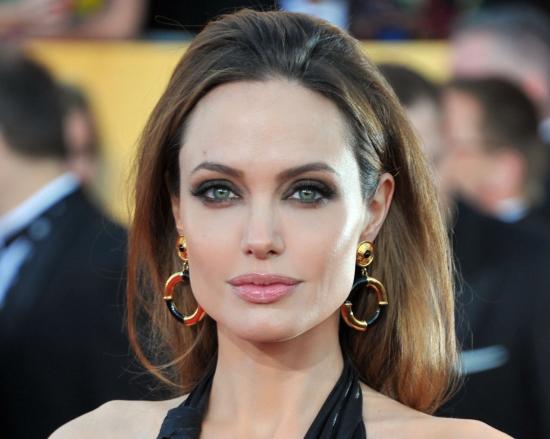 Анджелина Джоли решила восстановить репутацию с помощью PR-менеджера