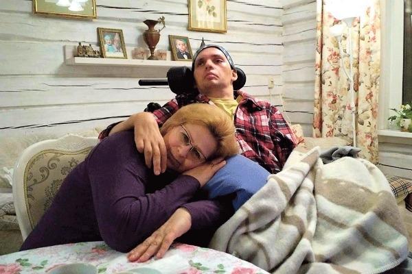 Мама Алексея Янина после инсульта и комы сына: «Он позвал меня, и я расплакалась»