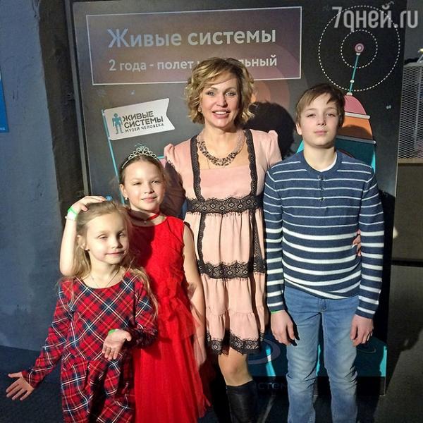 Беременная Алла Довлатова устроила дочке праздник