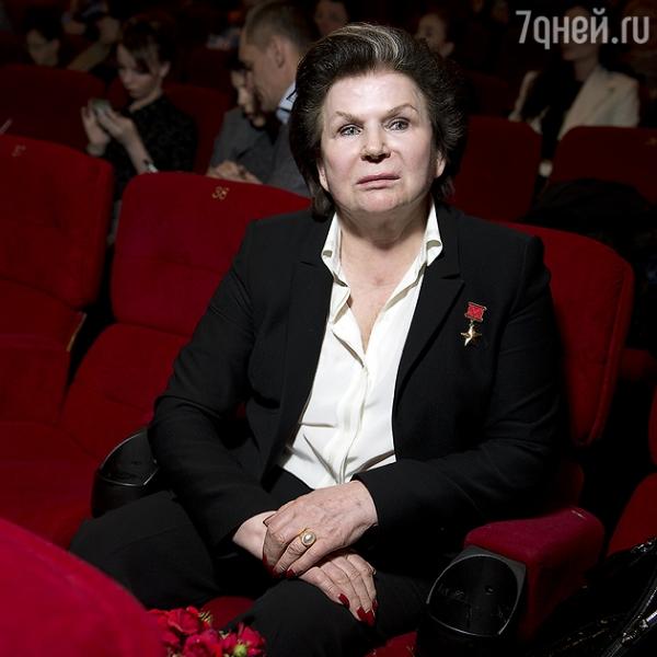 Миронов, Хабенский, Безруков, Петренко повстречали на улице космонавта