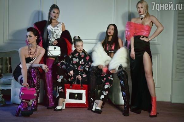 Настасья Самбурская выбрала агрессивно-сексуальный стиль в одежде
