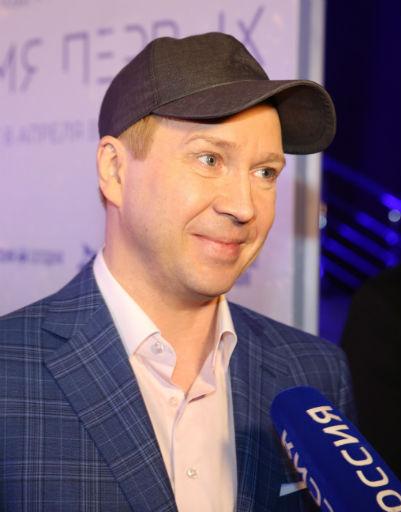 Хабенский, Киркоров и Петренко оценили фильм «Время первых»