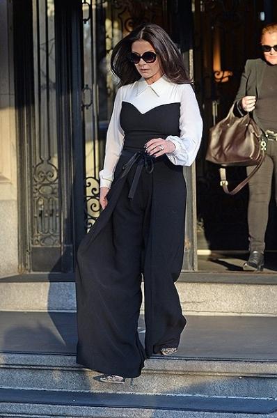 Кэтрин Зета-Джонс появилась на публике в необычном комбинезоне