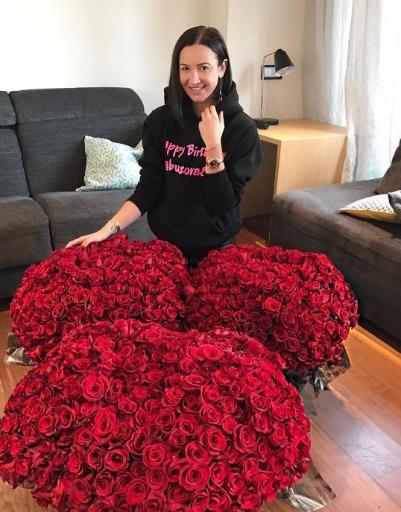 Миллион алых роз: как звездные селфи стали поводом для громкого бизнес-проекта