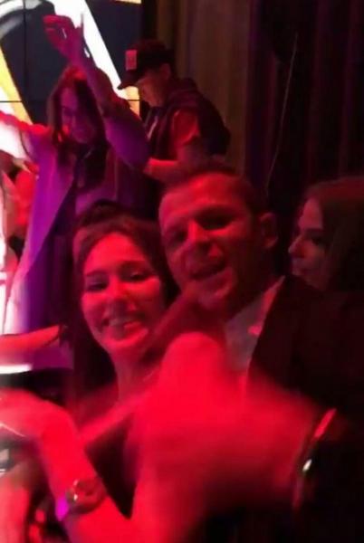 Дмитрий Тарасов и Анастасия Костенко милуются на публике