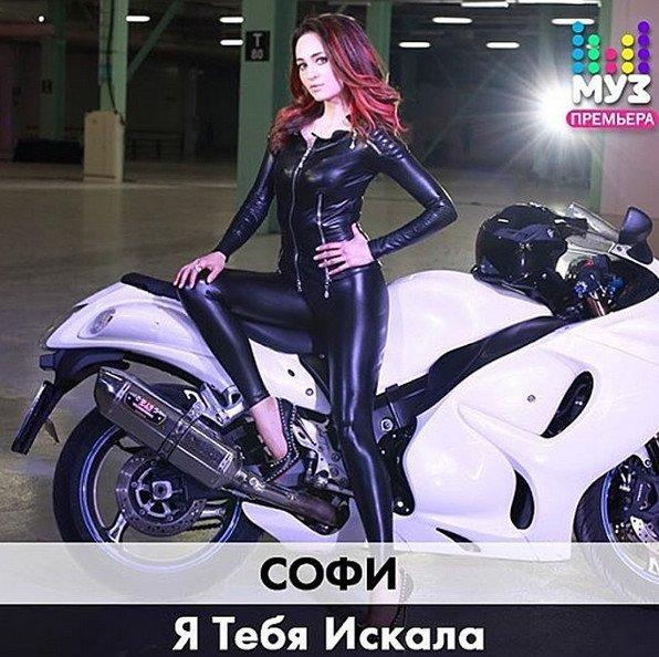 София Кальчева презентовала сольную песню