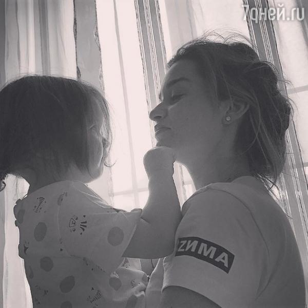 Ксения Бородина наконец-то показала лицо младшей дочки