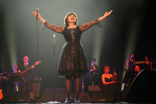 Мирей Матье посвятила номер погибшим артистам из ансамбля Александрова