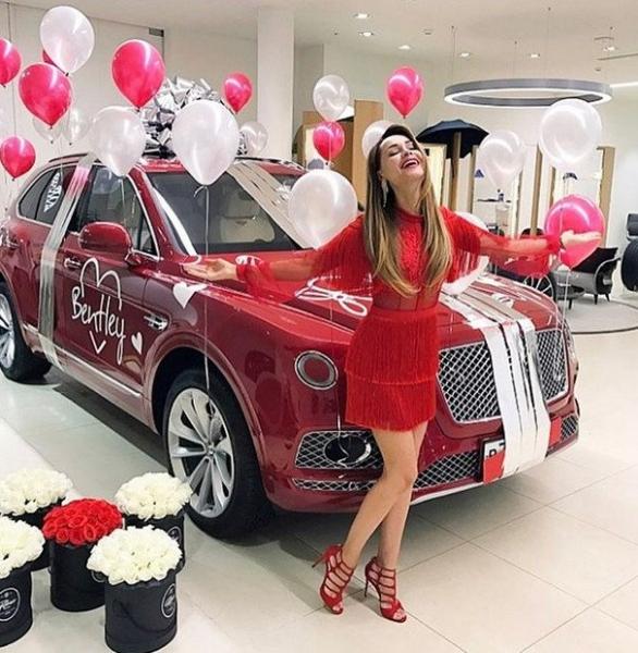 Получив машину за 20 млн рублей, Анна Калашникова помирилась с Шаляпиным