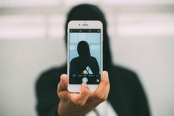 Замурованные в Сети: почему нас раздражают блогеры и как с ними бороться