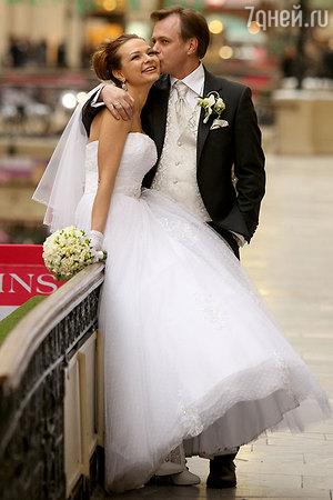 Владимир Левкин отмечает деревянную свадьбу