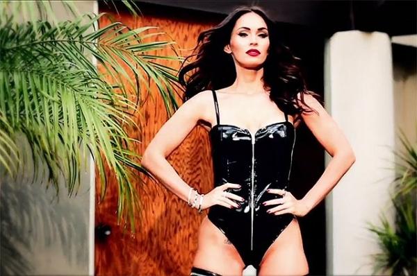 Меган Фокс показала роскошную фигуру в фотосессии коллекции нижнего белья