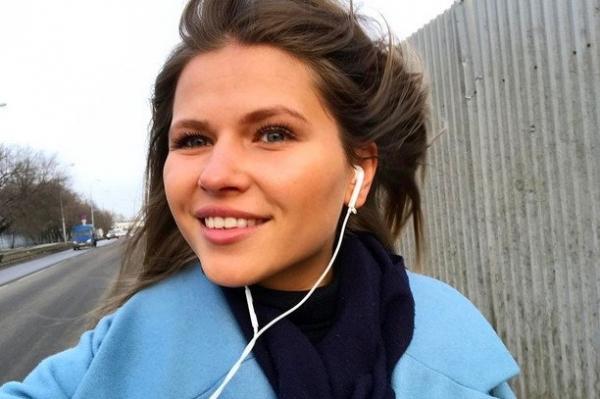 Юлия Топольницкая посмеялась над девушками, готовыми платить за селфи с розами