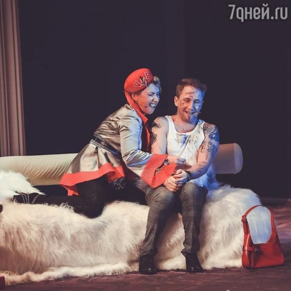 Елена Воробей заказала мужчину на дом