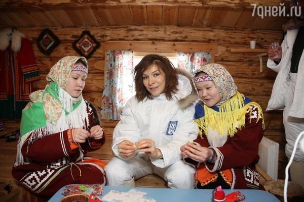 ВИДЕО: Елена Подкаминская занялась изготовлением кукол
