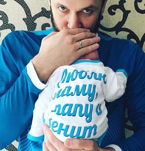 Максим Траньков показал первое фото новорожденной дочери