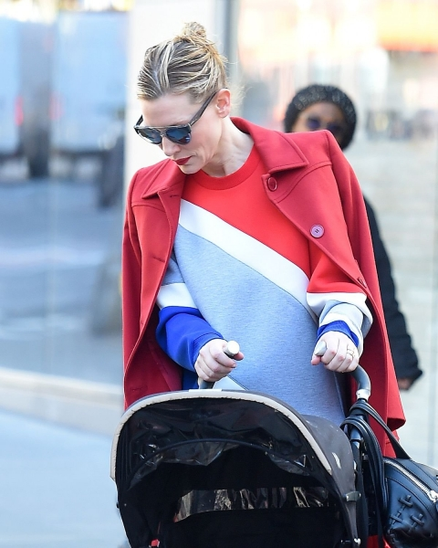 Папарацци поймали Кейт Бланшетт во время прогулки с сыном