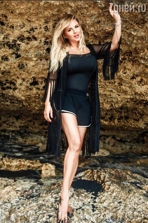Феноменально стройные ноги Анны Семенович свели с ума её фанатов