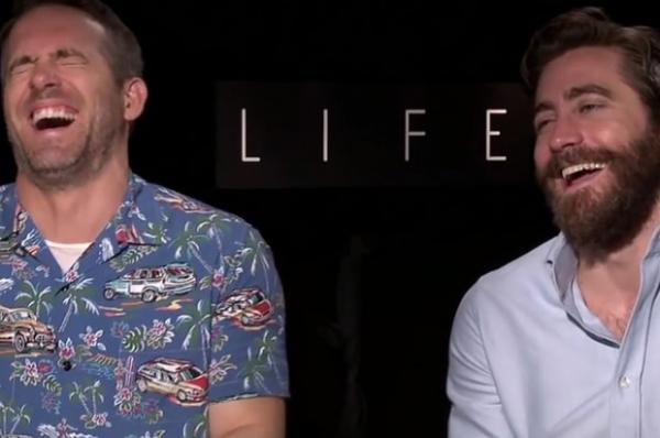 Райан Рейнольдс и Джейк Джилленхол не смогли дать интервью из-за приступа смеха