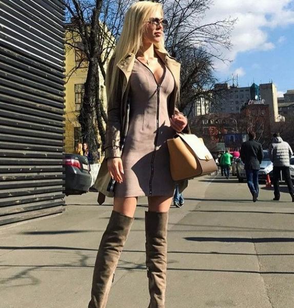 Эрика Герцег порадовала весенним женственным стилем