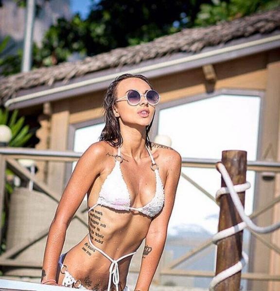 Участница Дом-2 Лера Фрост показала роскошную форму груди