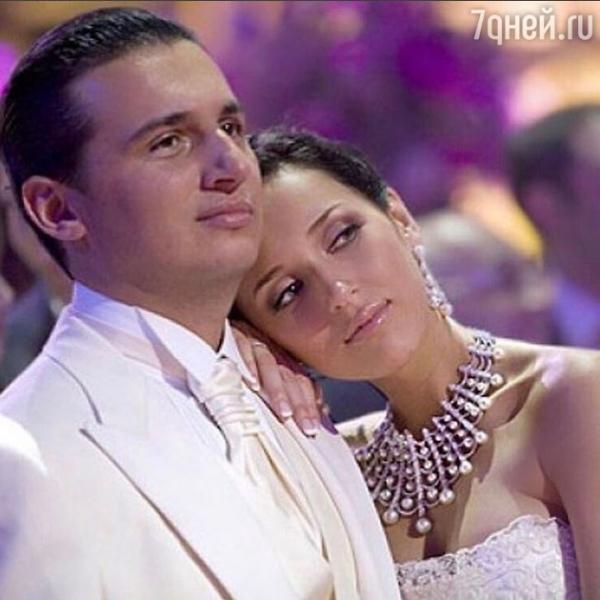 Алсу с мужем принимают поздравления