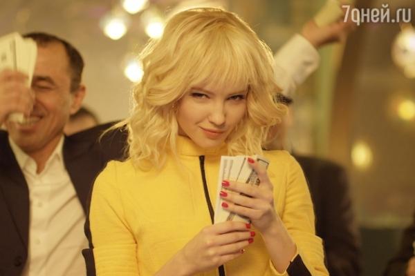 Юлия Хлынина сменила образ и стала блондинкой