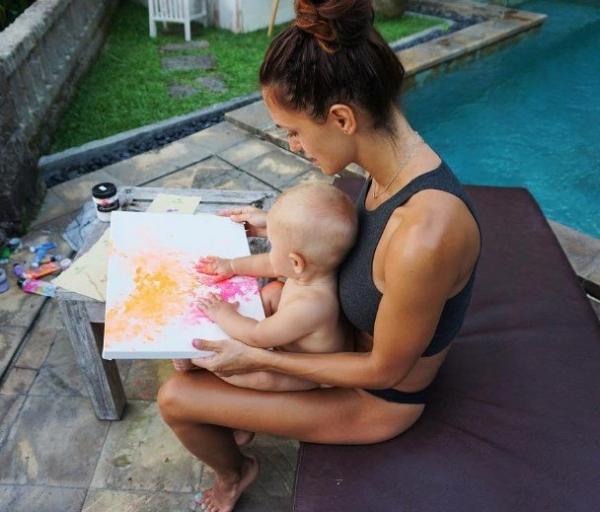 Беременная вторым малышом Мэри Шум сняла видео в спортзале
