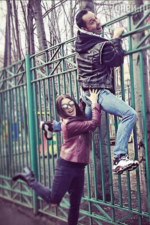 Ирина Дубцова показала пикантное фото с женатым известным певцом