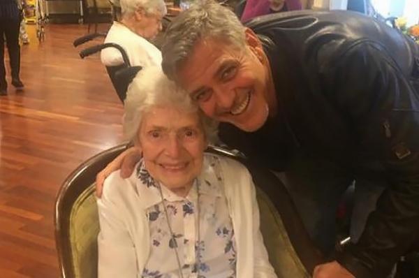 Джордж Клуни сделал сюрприз своей 87-летней фанатке